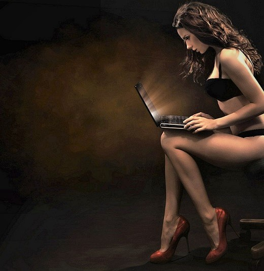 sexy-girl-with-computer (2)